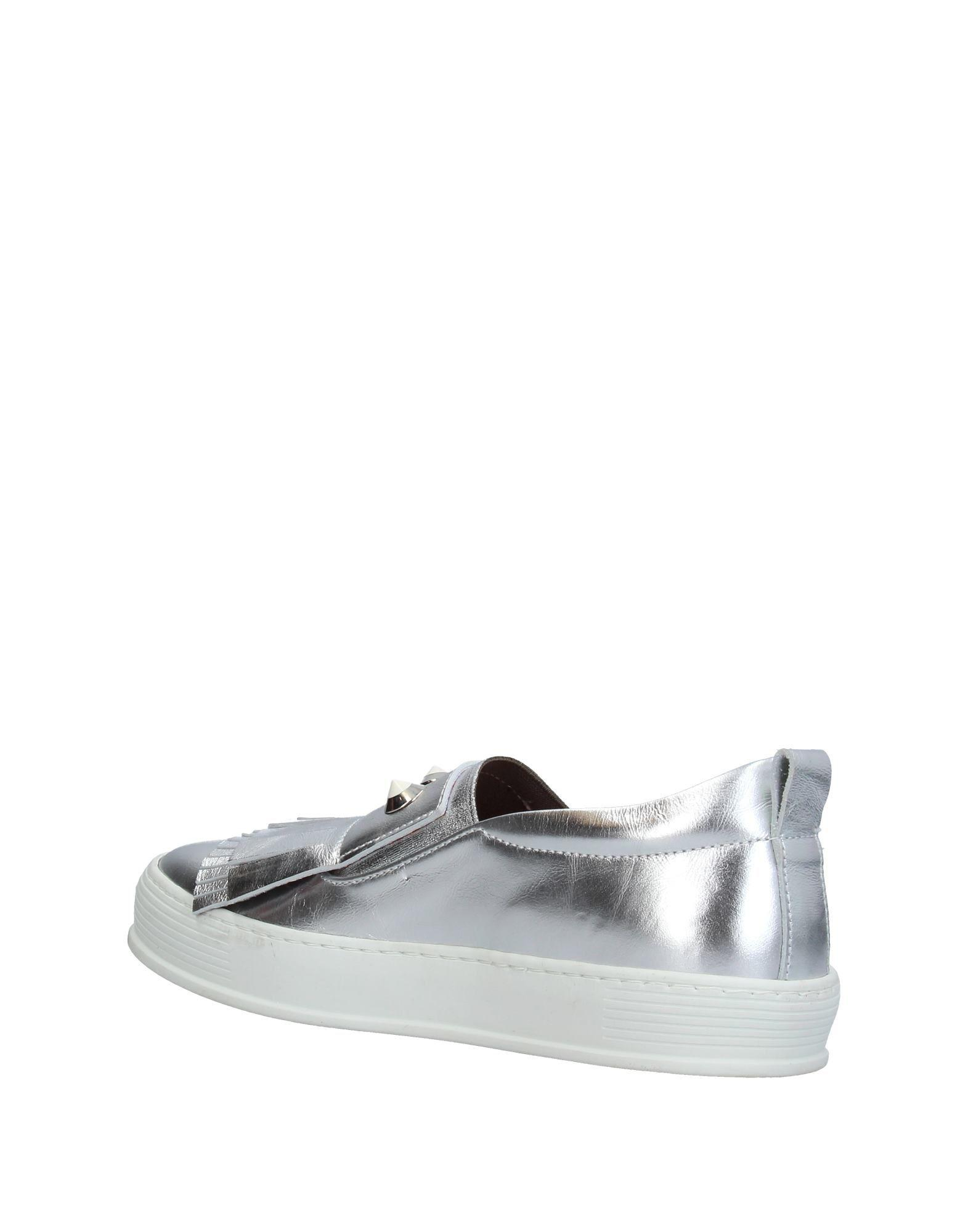 Flow Leather Low-tops & Sneakers in Silver (Metallic)