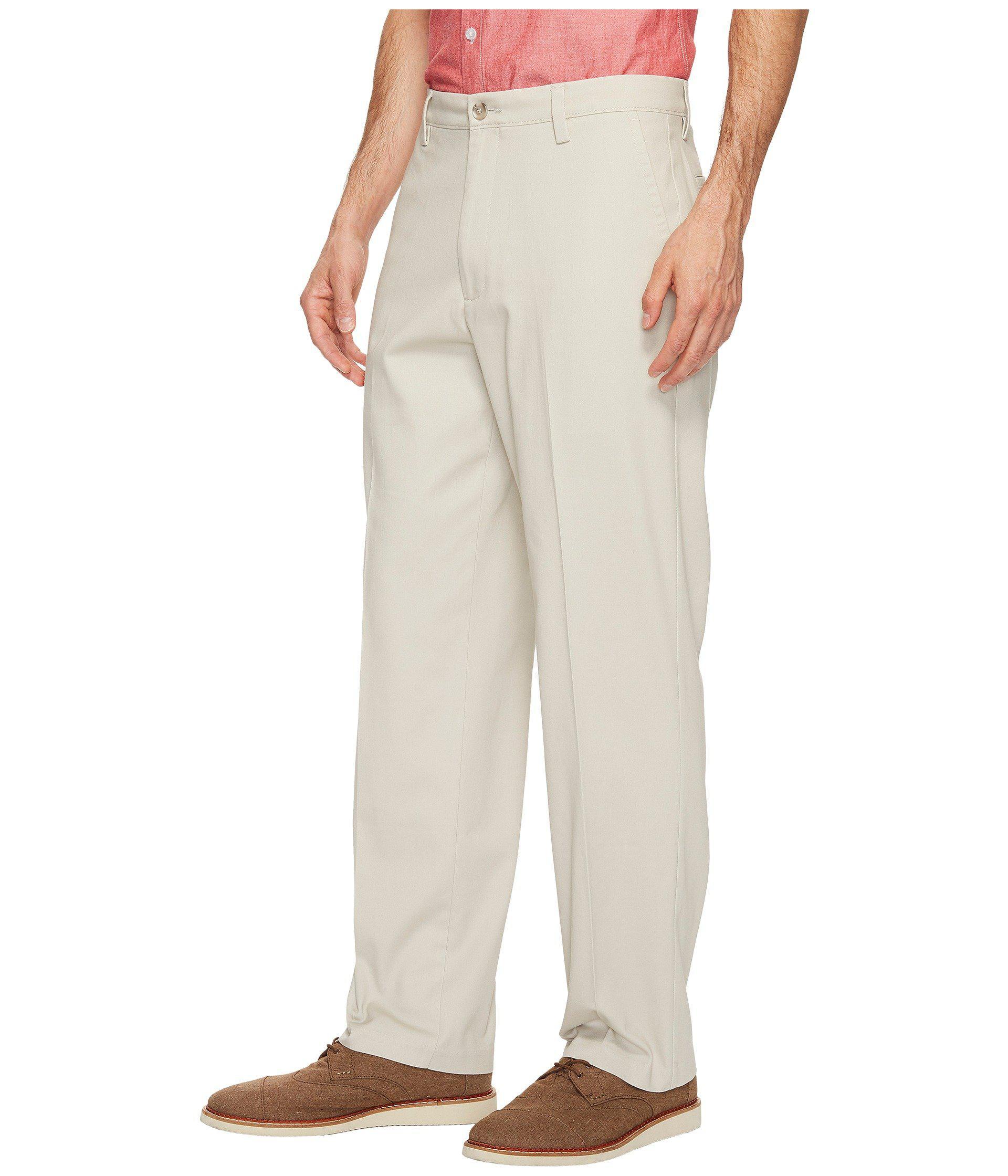 Dockers Men/'s D3 Classic Fit Field Khaki Lightweight Flat Front Casual Pants