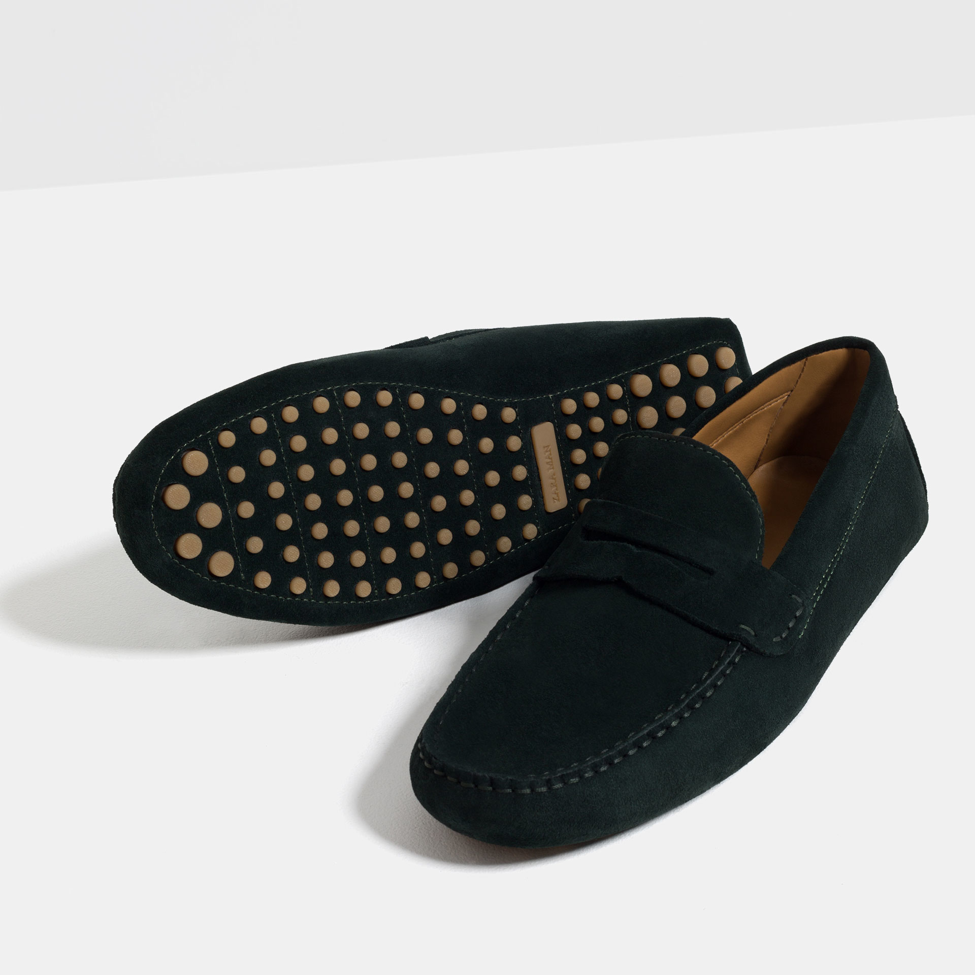 Experience for yourself an American heritage of innovation and classic style with a pair of women's leather shoes, loafers, or flats from G.H. Bass & Co.